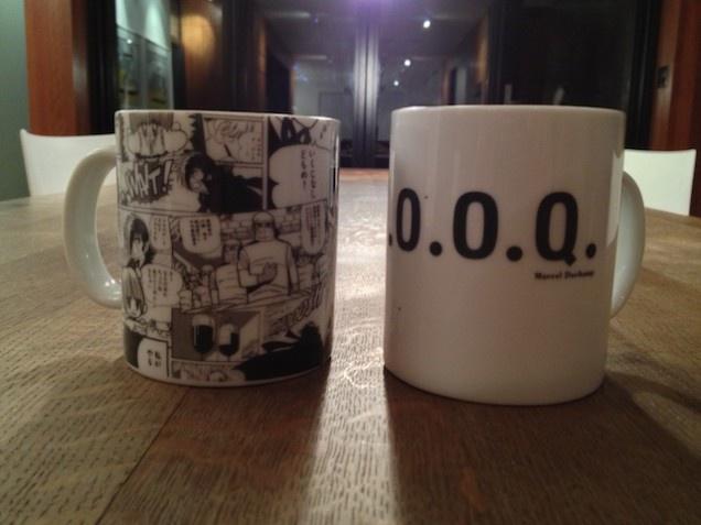 «Счастливые» кружки Дэниела. Одна из них посвящена творчеству Марселя Дюшана, другая – Осаму Тэдзуки.